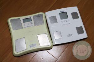 右が新しい体重計で左が古い体重計